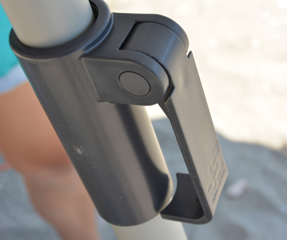 BEACH UMBRELLA LOCKING MECHANISM